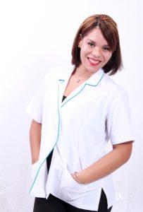 Therapeutin in weißem Anzug